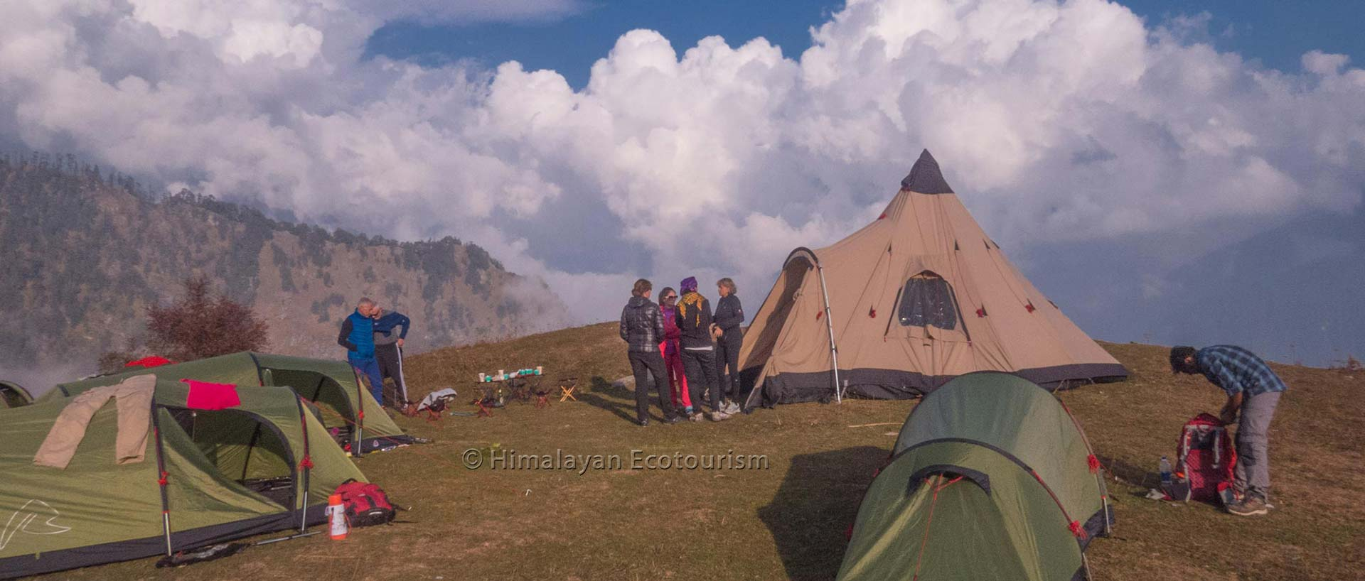 trek in the Great Himalayan National Park GHNP - accommodation camp