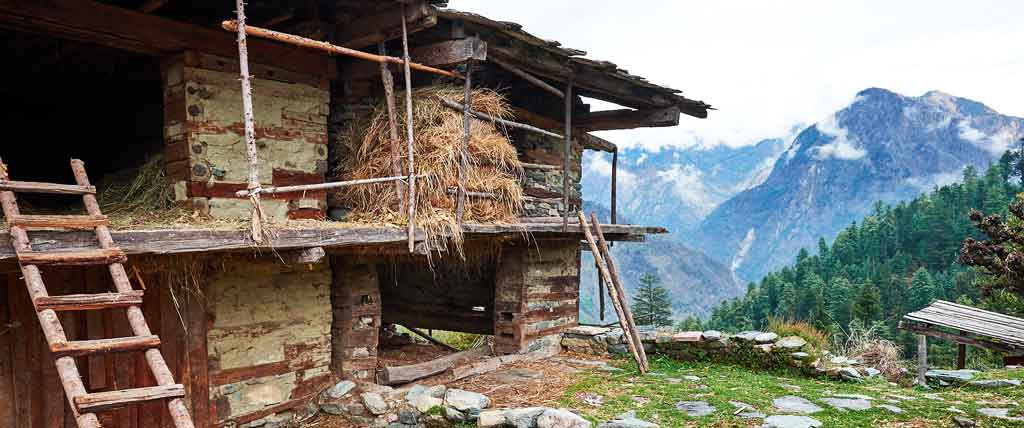 great himalayan national park photo traditional house