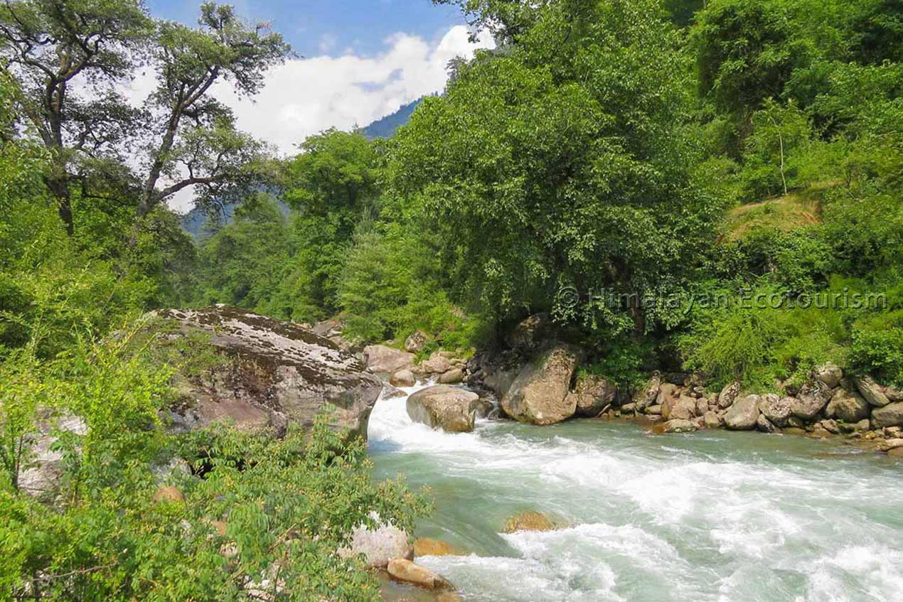 The Tirthan valley photo